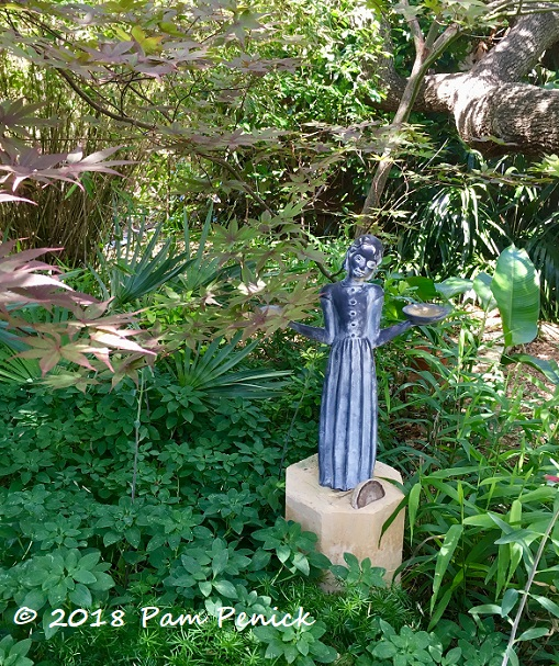 A little palm springs a little new orleans all texas in the garden of curt arnette digging for Garden of good and evil statue